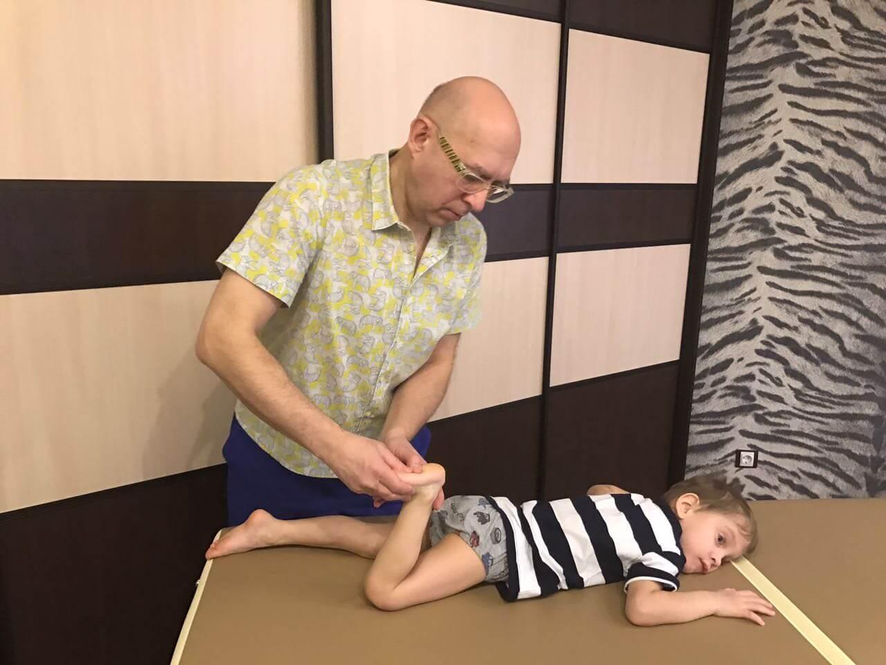 Е. комаровский: как научить ребенка ходить самостоятельно - что делать, если не ходит в 1 год и 2 месяца, когда начинает ходить без поддержки