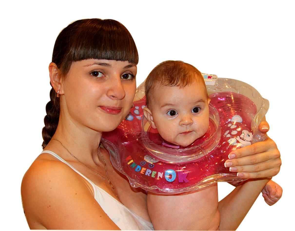 Воротник для купания новорожденных младенцев. купание новорожденных с надувным кругом (видео-урок): со скольки месяцев и как купать младенцев с воротником на шее? круги для купания новорожденных