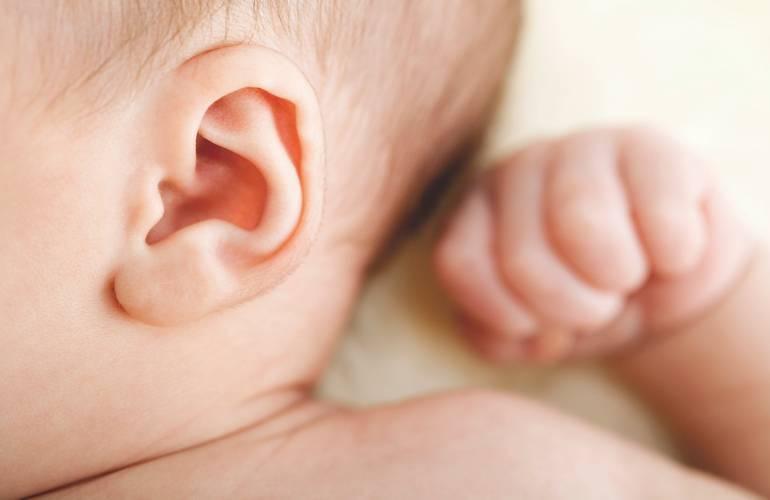 Как почистить детские игрушки. как правильно чистить уши грудничкам до года и детям постарше от серы и других загрязнений
