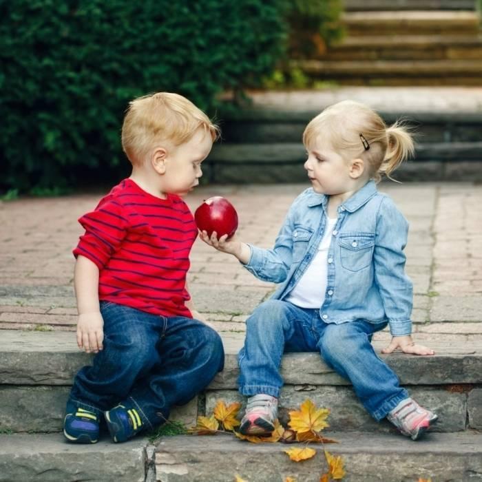 10 советов, как научить ребенка дружить