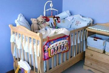 Как выбрать лучшую кроватку для новорождённого