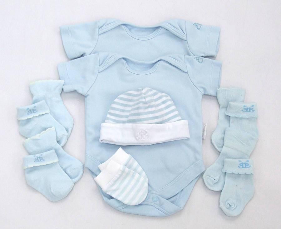 Самые необходимые вещи для новорожденного в первые месяцы жизни — список на каждый сезон