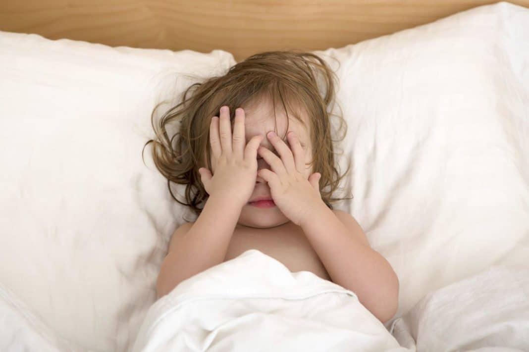 Причины беспокойного сна у новорожденного. что предпринять родителям, чтобы малыш спокойно спал?