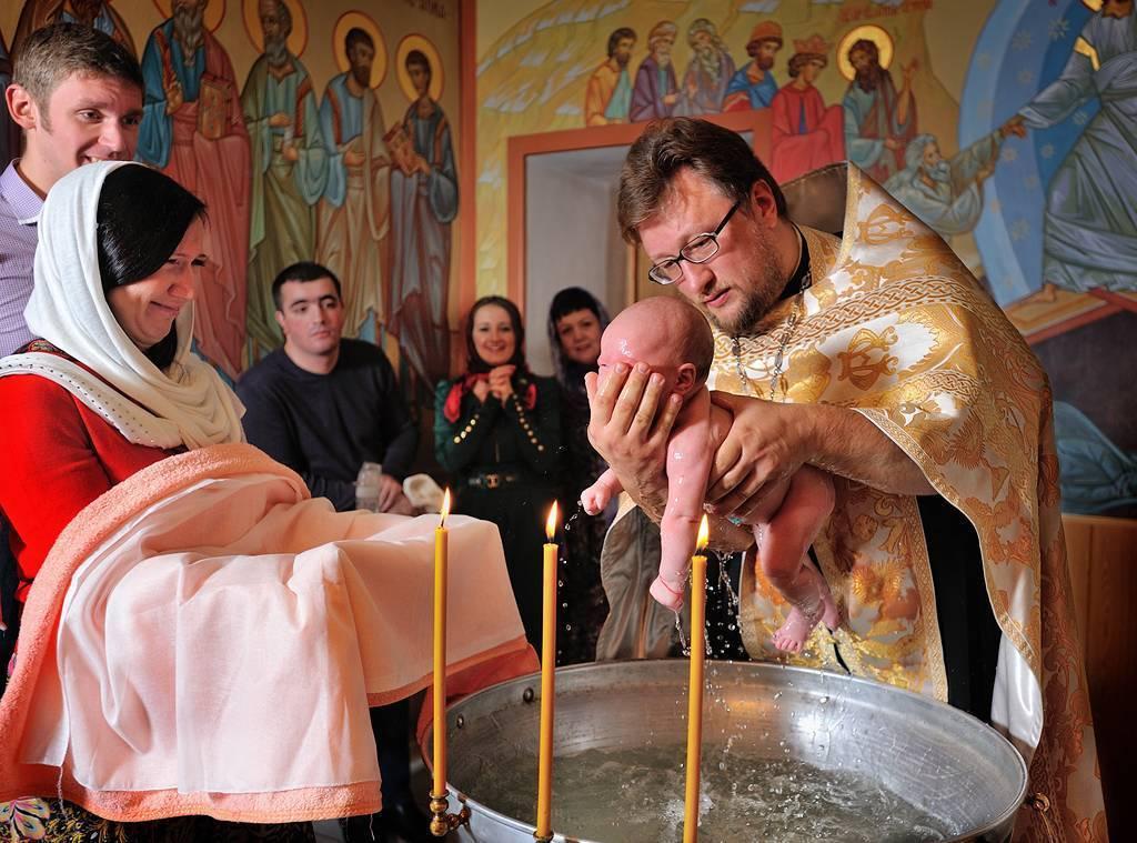 Можно или нельзя ходить в храм или церковь во время месячных мнение православных священников