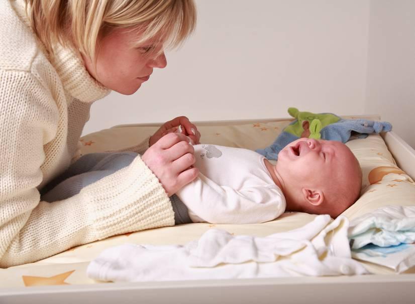 Почему новорожденный часто плачет: 6 причин
