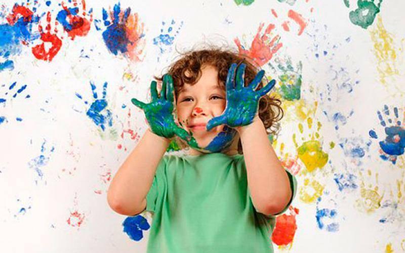 Почему ребенок рисует черным цветом