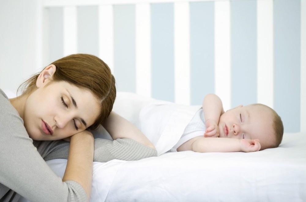 Почему новорождённый не спит: основные причины отсутствия сна и организация помощи малютке