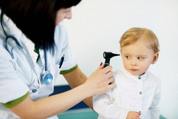 Коричневая сера в ушах у ребенка