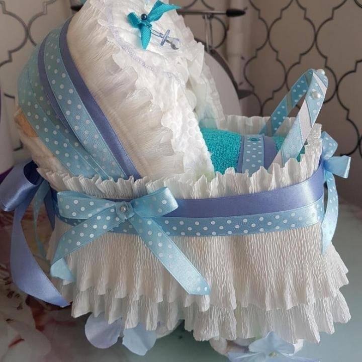 Коляска из памперсов: как самостоятельно сделать оригинальный подарок новорожденному малышу