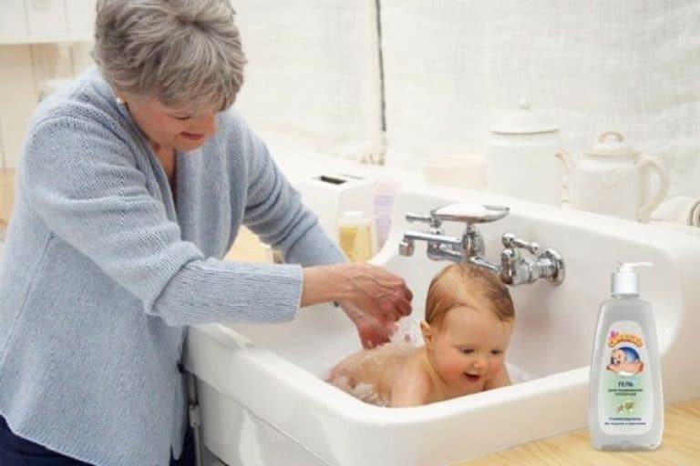Как правильно подмывать новорожденную девочку, чтобы избежать заболеваний?