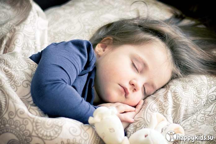 Ребенок скрипит зубами во сне: причины и лечение, советы комаровского