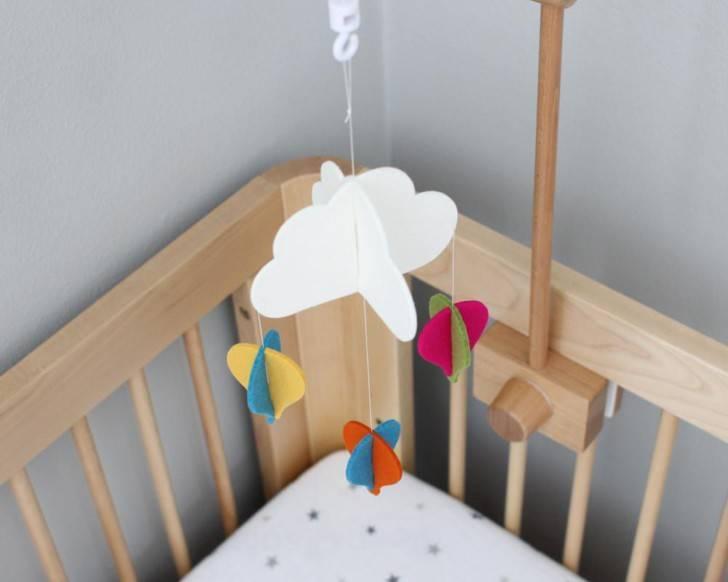 Мобиль на кроватку для новорожденных своими руками: мастер-класс и идеи | своими руками | vpolozhenii.com