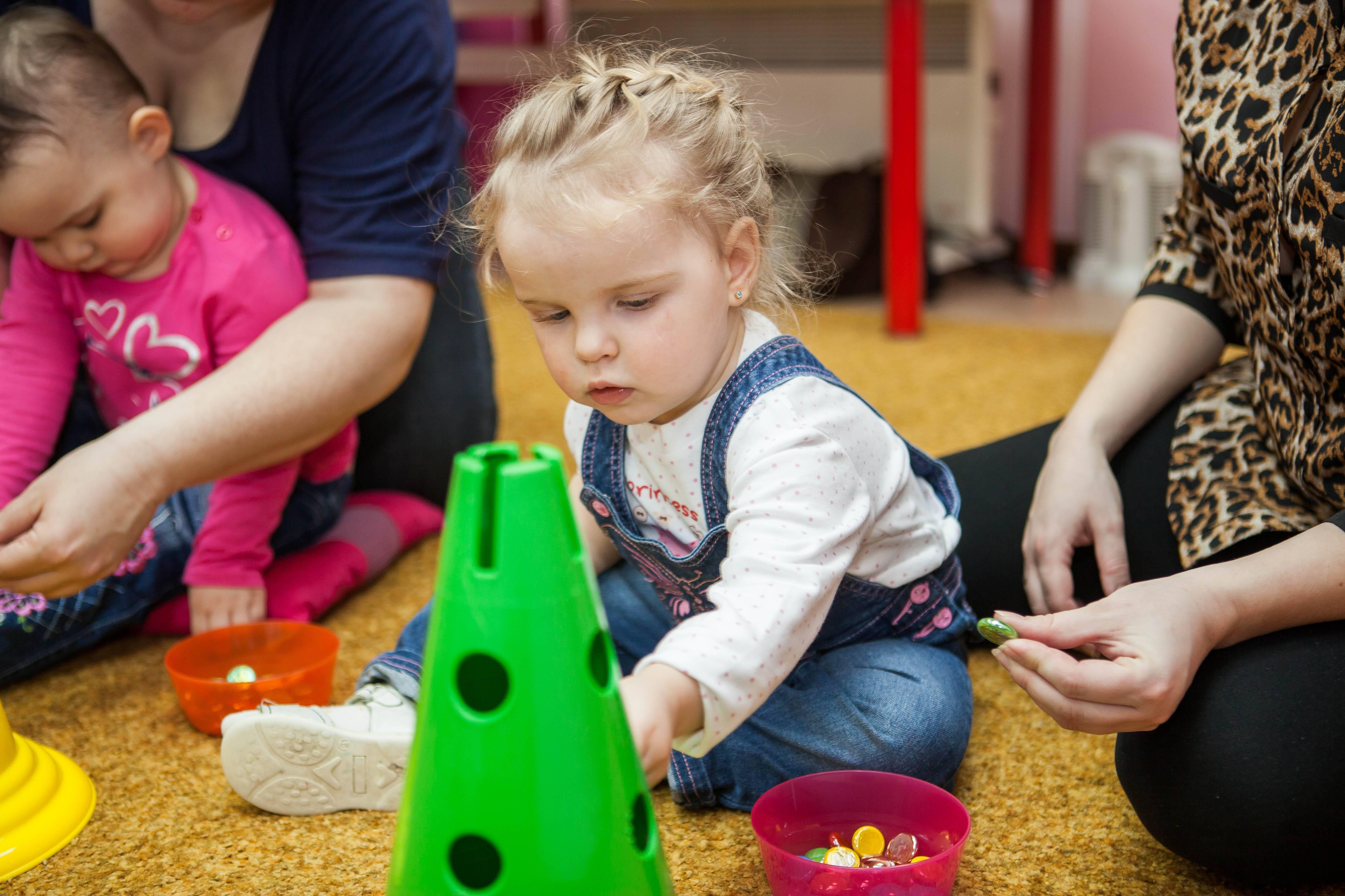 Раннее развитие ребенка от 1 года: как подобрать методику