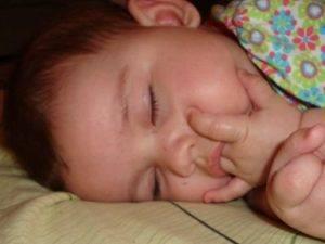 Как отучить ребенка сосать палец   уроки для мам