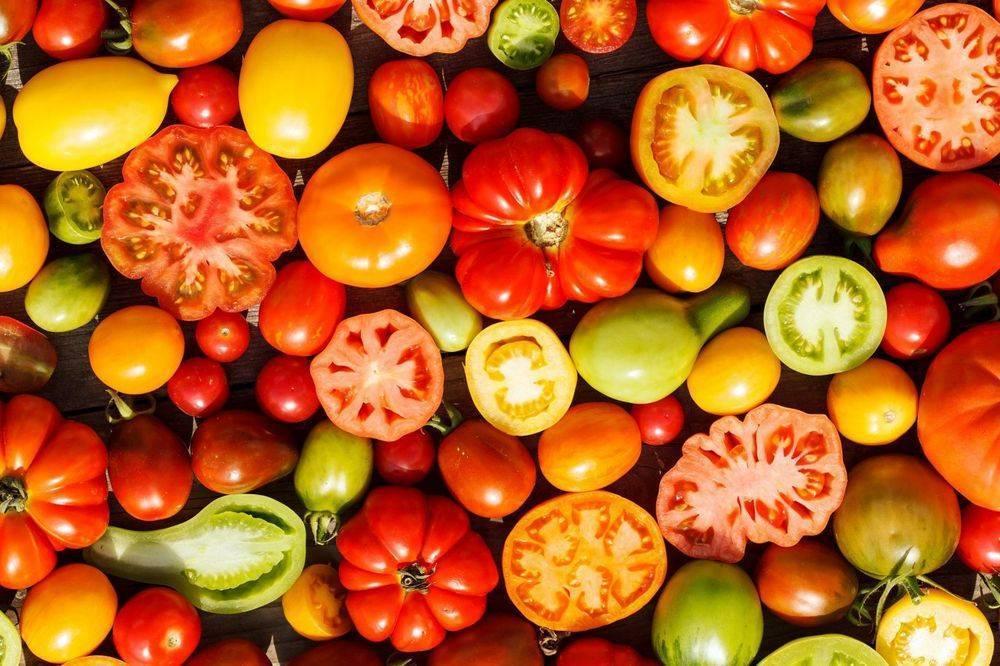Разрешены ли помидоры при грудном вскармливании? желтые помидоры, печеные, тушеные, в сыром виде, соленые: можно ли кормящей маме баловать себя всем разнообразием томатов? томатная паста в супе при гв - всё, что важно знать...
