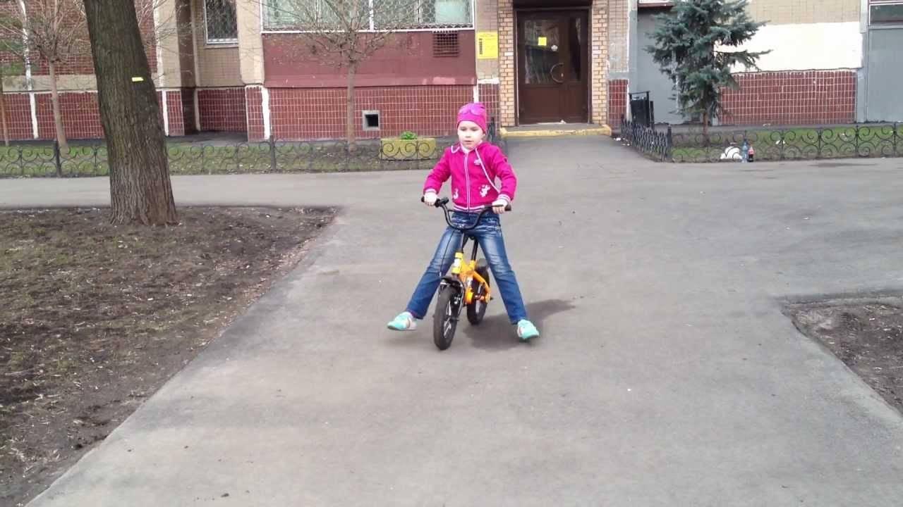 Как пошагово научить ребенка кататься на велосипеде, полезные советы