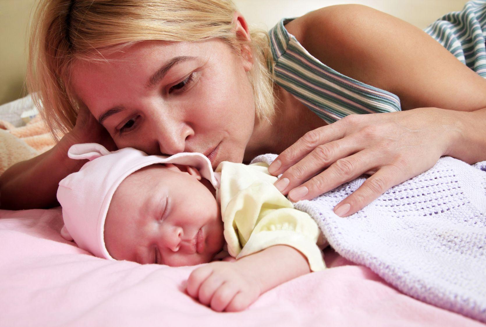 Волнующий вопрос: нужно ли будить новорождённого для кормления?