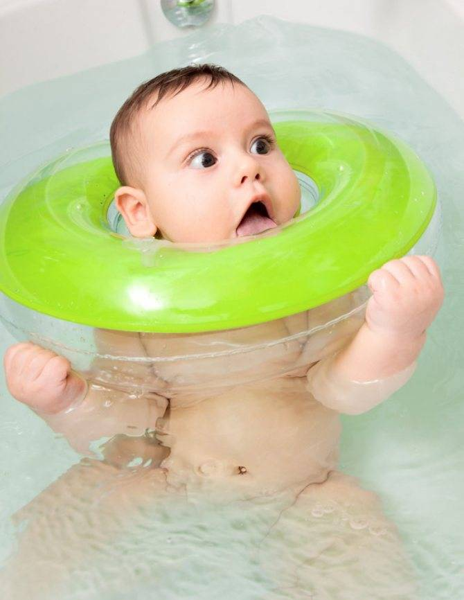 Круг для купания новорожденных: с какого возраста использовать, как правильно надевать, популярные марки