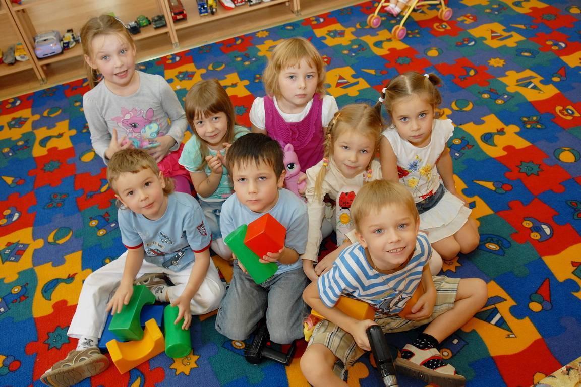 Когда идут в детский сад. в каком возрасте лучше отдавать ребенка в ясли и детский сад: определяемся с оптимальным возрастом