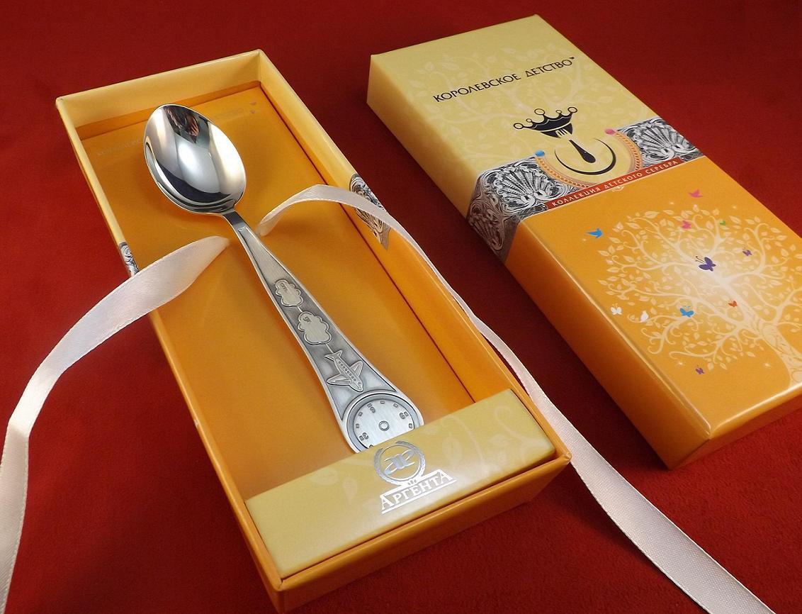 Зачем ребенку дарят серебряную ложку на первый зуб: традиционный обычай и современные подарки