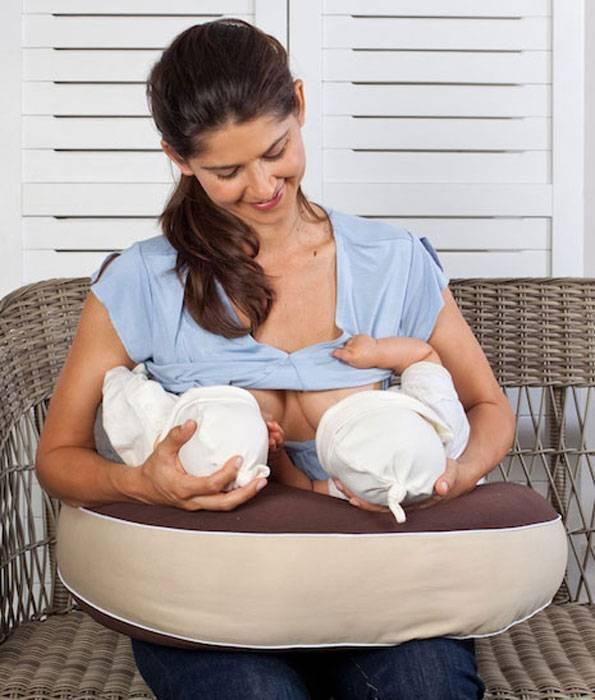 Как кормить грудью двойню | уроки для мам