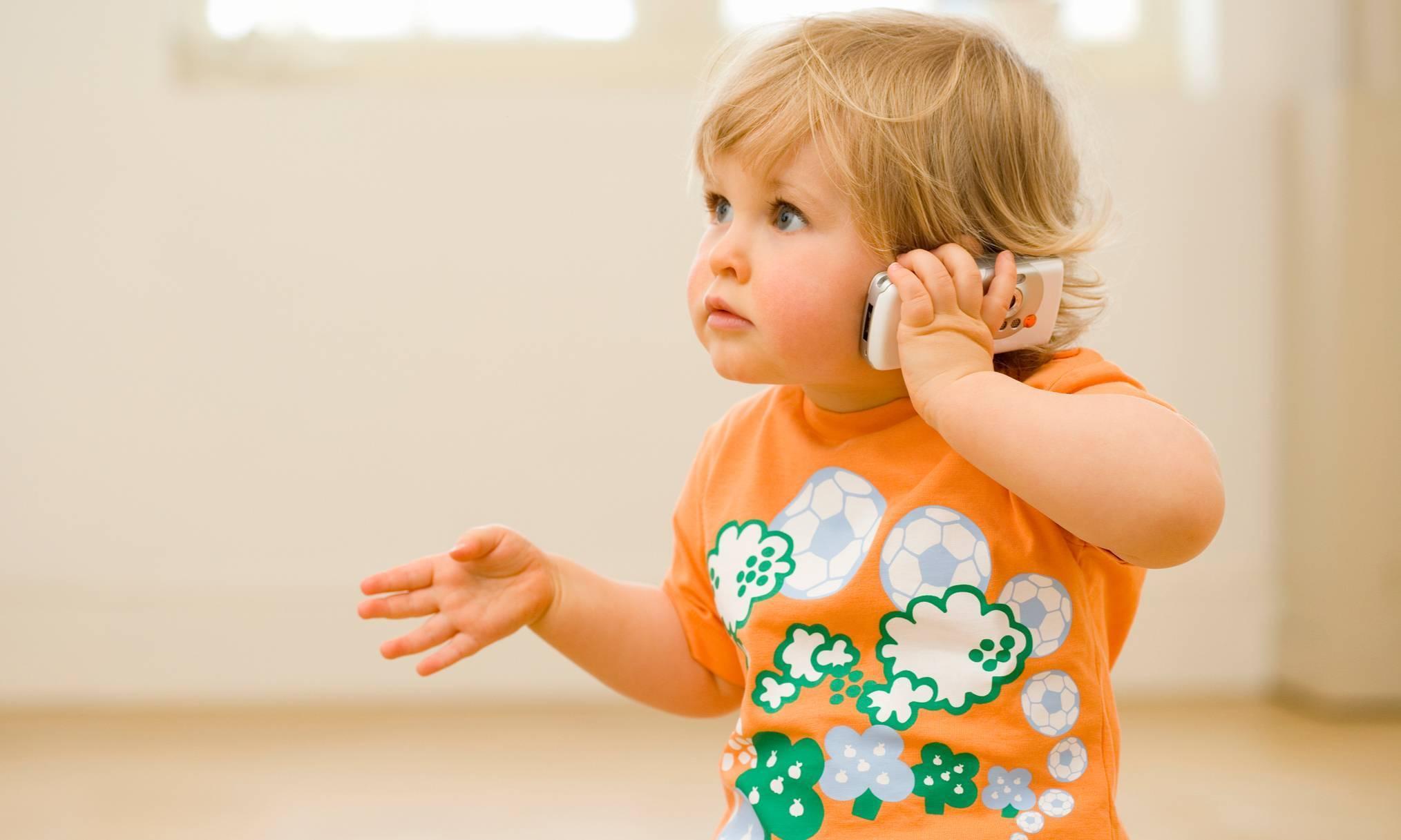 Во сколько дети начинают говорить слова