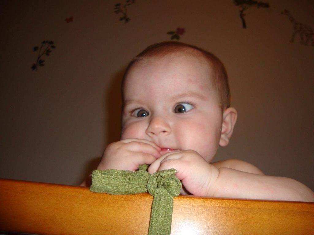 """Косоглазие у новорождённых: симптомы, лечение - """"здоровое око"""""""