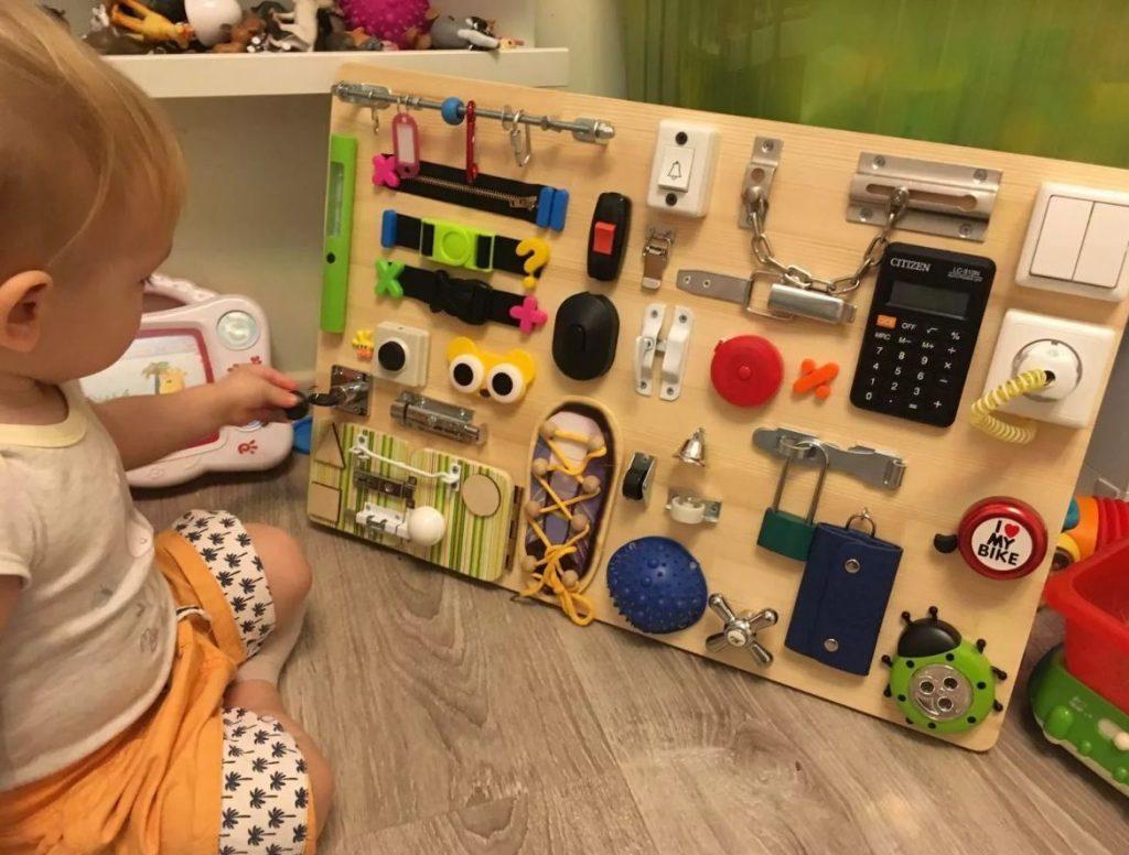 Бизиборд своими руками: чудо-доска для развития малыша