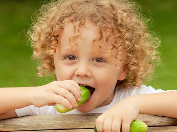 Когда можно давать огурец ребенку: со скольких месяцев или лет? - медицина