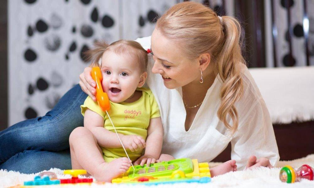В каком возрасте дети начинают говорить первые слова осознанно, предложениями