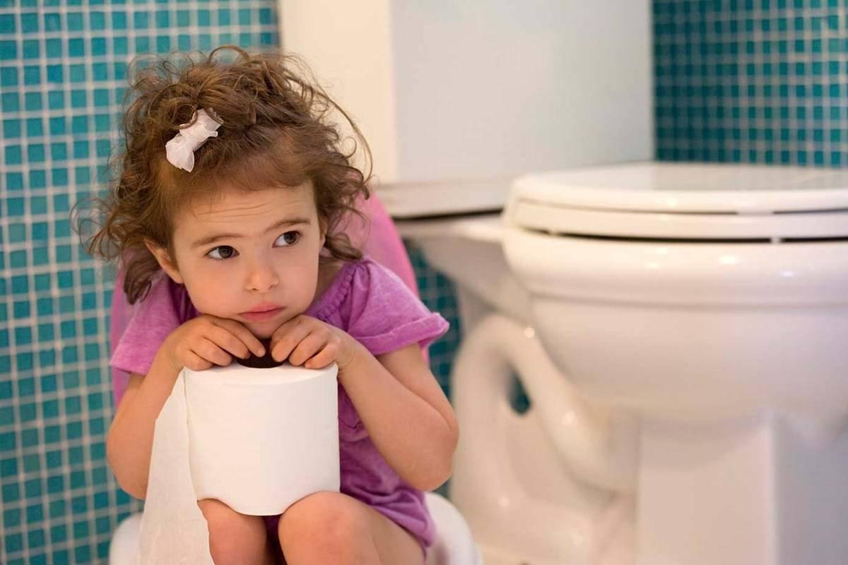 Запор у двухлетнего ребенка: что делать и как ему помочь