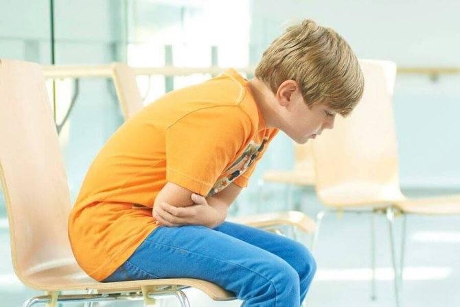У ребенка заболел живот и болит голова: от чего такое бывает и как ему помочь