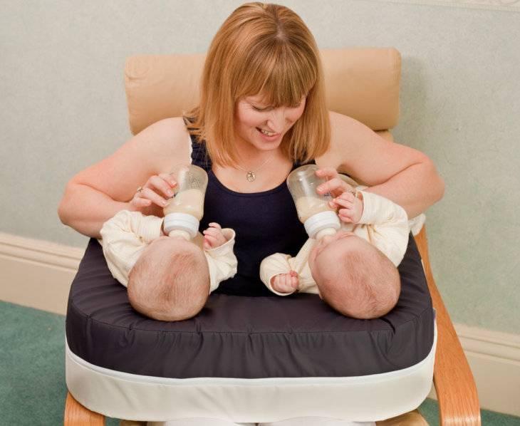 Как кормить грудью двойню – полезные рекомендации для налаживания лактации