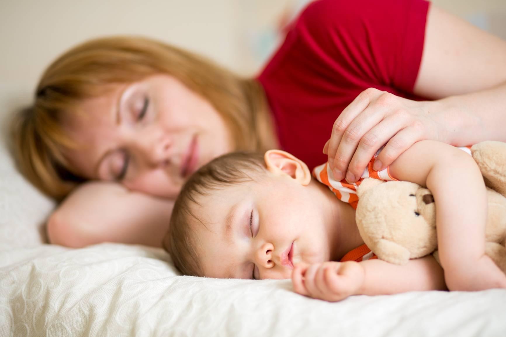 Как отучить ребёнка спать с мамой