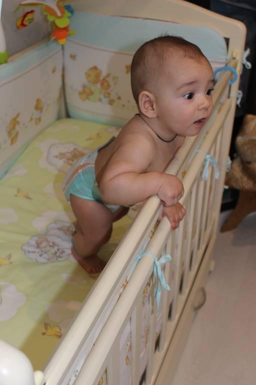 Когда ребенок начинает стоять на ножках без опоры, во сколько месяцев