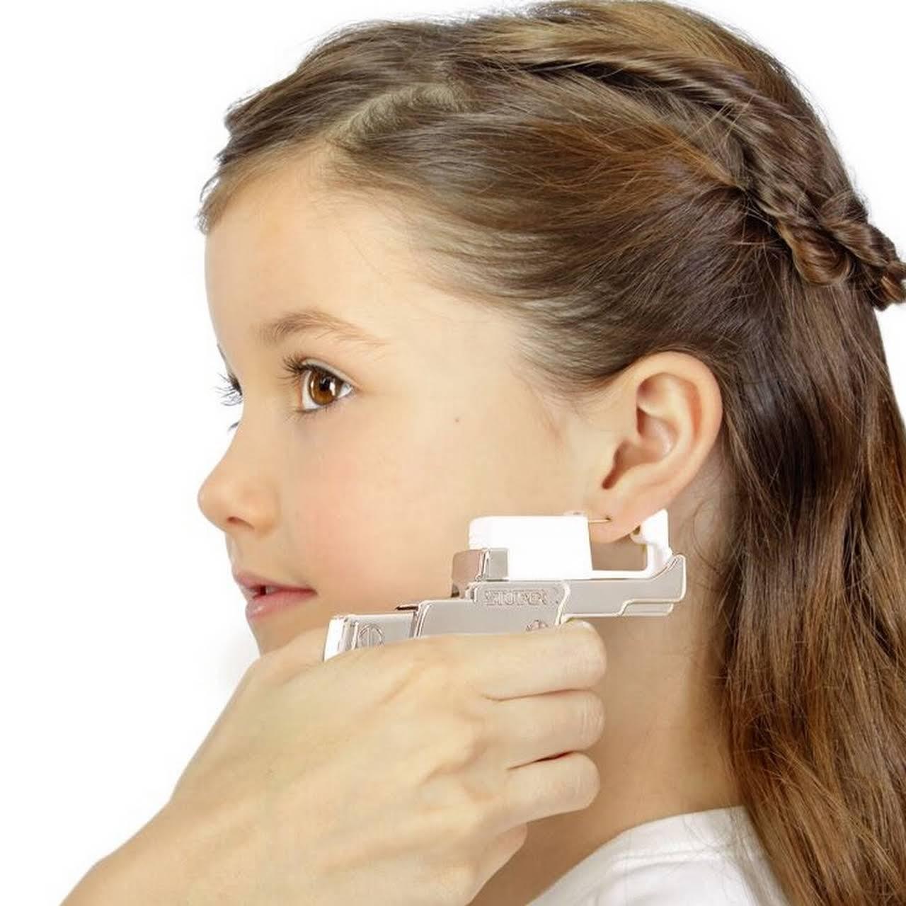 Как, где и когда лучше проколоть уши ребенку: полезные советы