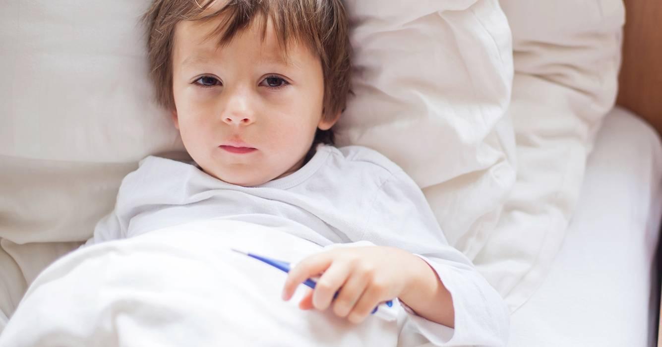 Ребенок часто болеет простудными заболеваниями: почему, что делать и как укрепить иммунитет