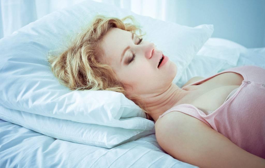 Ребенок храпит во сне, соплей нет: что посоветует комаровский