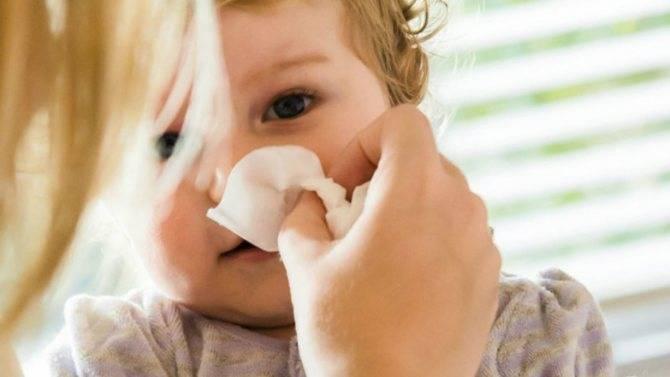Как научить ребенка сморкаться, и в каком возрасте начинать