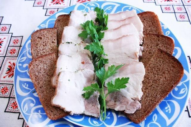 Можно ли сало при грудном вскармливании — свинина кормящей маме с рецептами - wikidochelp.ru