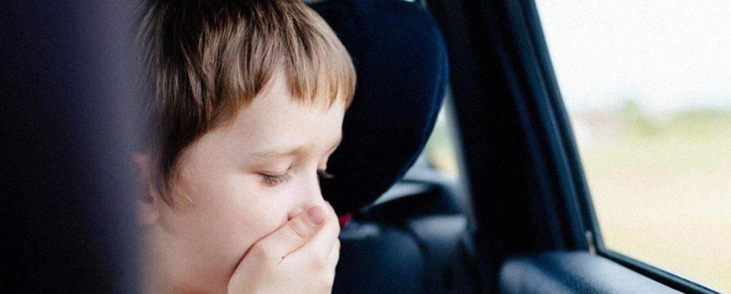 Ребенка укачивает в машине: что делать во время поездки