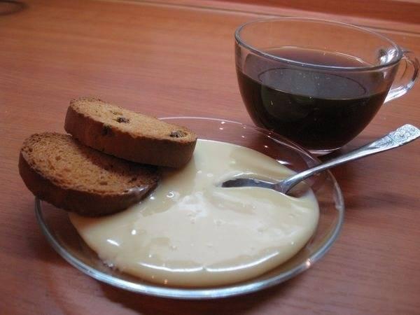 Грудное вскармливание: можно ли пить чай со сгущенкой кормящей маме?