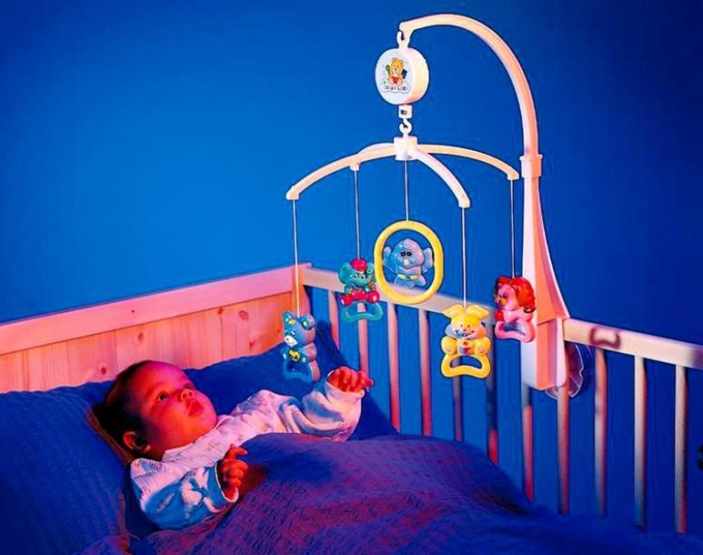 Мобиль в кроватку для новорожденных: разновидности и как выбрать, обзор 5 лучших моделей