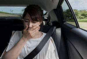 Ребенка укачивает в машине: что делать, чтобы не тошнило в транспорте