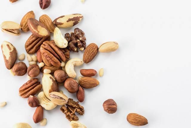 Грецкие орехи при беременности: польза и вред