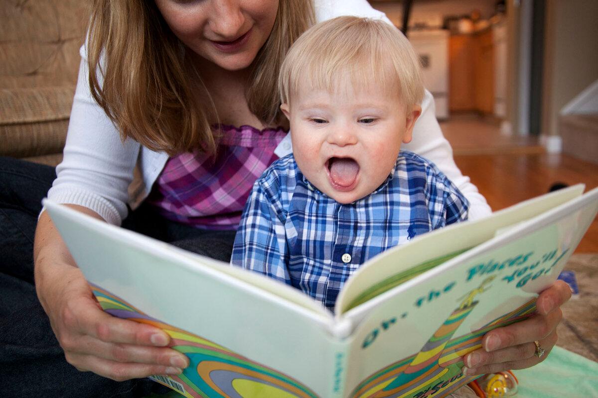 Когда ребенок начинает говорить - во сколько лет мальчики и девочки говорят первое слово