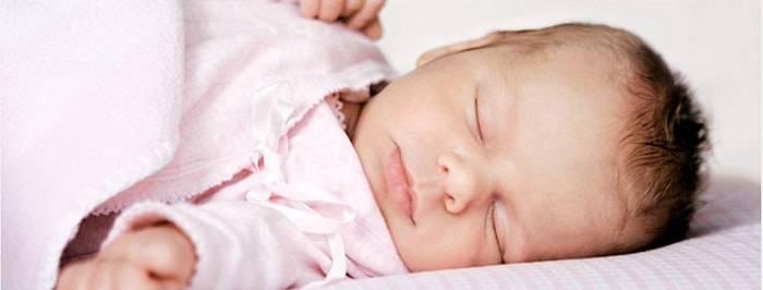 Ребенок потеет во сне причины | сильное потоотделение в 2 года