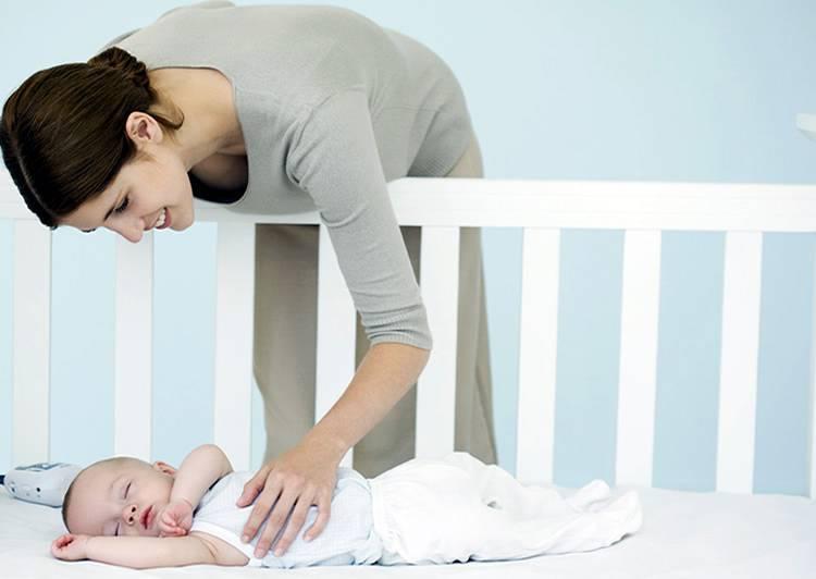Почему ребенок плачет во сне и не просыпается: что делать и как помочь