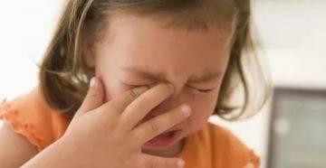 Что делать, если болит ухо у ребёнка