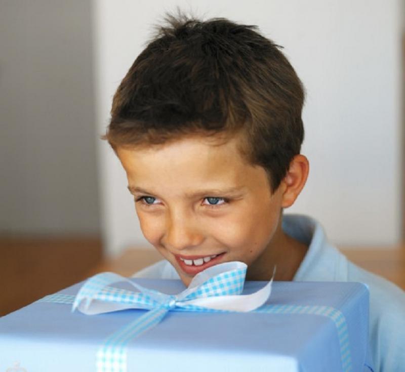 Топ-35 лучших подарков сыну 5-6 лет на день рождения от родителей